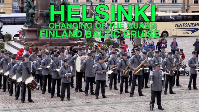 Helsinki – the changing of the guard gets photobombed